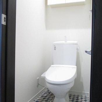トイレの床は可愛らしいデザインに。細かなこだわり。