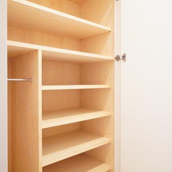 靴箱大容量!!※写真は2階の同間取り別部屋のものです。