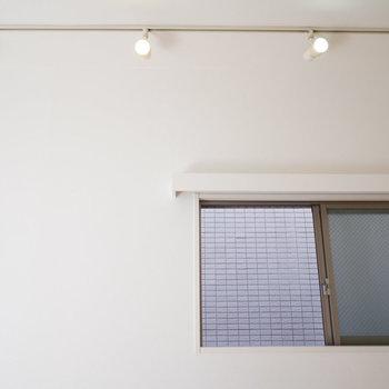 スポットライトでムーディーに!※写真は2階の同間取り別部屋のものです。