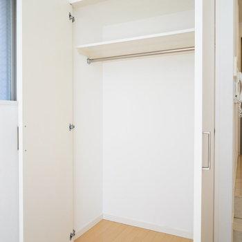 クローゼットもしっかり!※写真は2階の同間取り別部屋のものです。