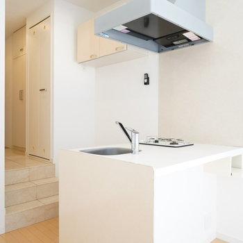 キッチンスペースが充実!!※写真は2階の同間取り別部屋のものです。