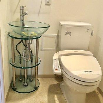 独特な感じの洗面台ですね!涼しげ〜※写真は6階の同間取り別部屋のものです