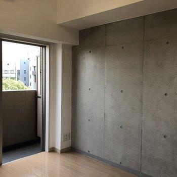 は〜〜惚れる!コンクリート打ち放し!※写真は6階の同間取り別部屋のものです