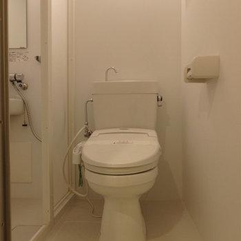 トイレはその隣に。※写真は5階の同間取り別部屋のものです。