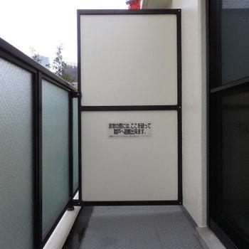 ベランダの広さも十分。※写真は5階の同間取り別部屋のものです。