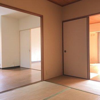 リビング横にはさらにまた和室のお部屋※写真は2階の同間取り角部屋、清掃前のものです