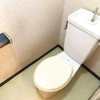 トイレは?シンプル〜※写真は2階の同間取り角部屋、清掃前のものです
