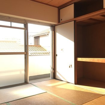 和室のこの収納の大きさ!上部にまで収納が◎※写真は2階の同間取り角部屋、清掃前のものです