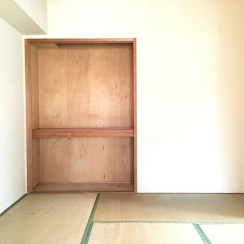 こちらの収納は少々小さめ※写真は2階の同間取り角部屋、清掃前のものです