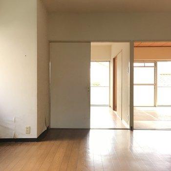 明るい光が入ってきますね※写真は2階の同間取り角部屋、清掃前のものです