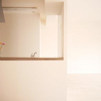 自然とキッチンを囲みたくなるいい雰囲気