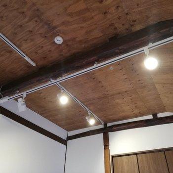 【7帖洋室】天井と貼りまでウッディ!