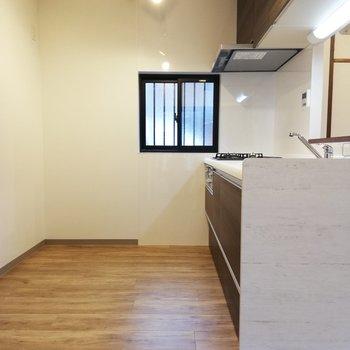 大きな冷蔵庫も置けそうなキッチン!