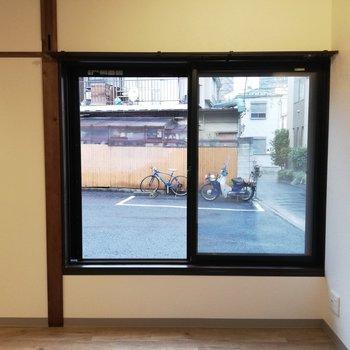 【LDK】リビングには大きな窓があります!