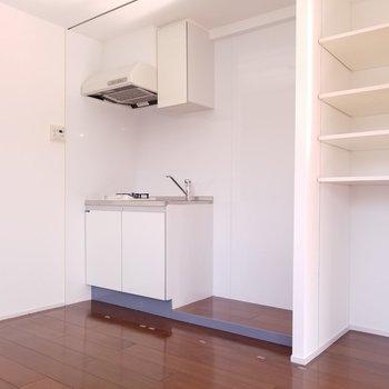キッチン!隠せます!※写真は4階の反転間取り別部屋のものです