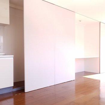 3枚の移動できる壁。こうしてみたり…。※写真は4階の反転間取り別部屋のものです