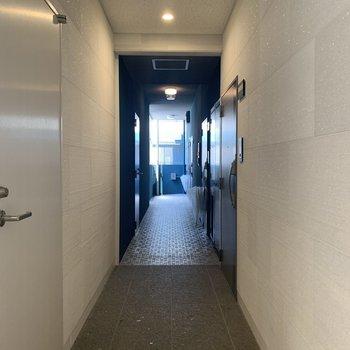 共用部の廊下。