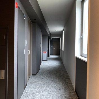 廊下はまるでホテルのロビー