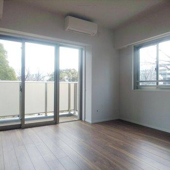 二面採光でたっぷり太陽が差し込みます。※写真は3階の同間取り別部屋のものです