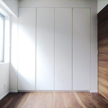 こちらはベッドルーム。※写真は3階の同間取り別部屋のものです
