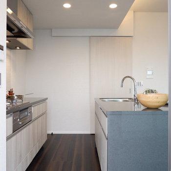 収納など設備面は十分ですね。※家具はサンプルです