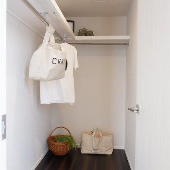 そして大容量のWIC。※家具はサンプルです