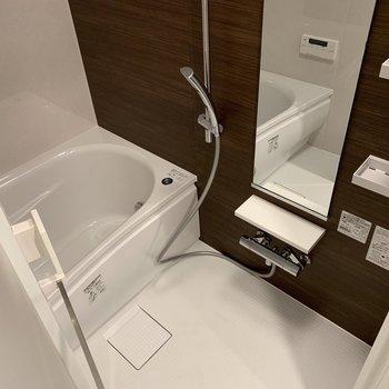 お風呂は追い焚きも◎※写真は2階の同間取り別部屋のものです