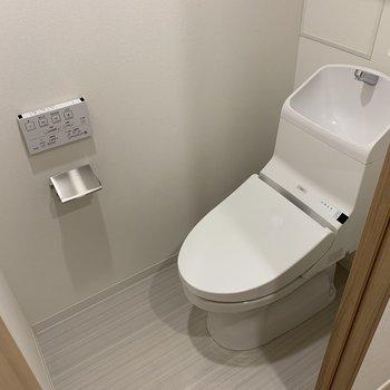 トイレも綺麗ですね※写真は2階の同間取り別部屋のものです