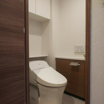 トイレも清潔感◎※写真は3階の同間取り別部屋のものです