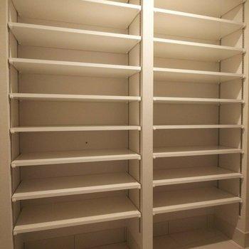 段数大量!靴だけでなくいろんなものが置いておけそうです。※写真は3階の同間取り別部屋のものです