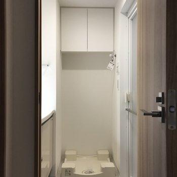 洗濯機は脱衣所に。※写真と文章は2階の同間取り別部屋のものです