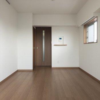クロスと相まってこの奥行き感◎※写真は8階の反転間取り別部屋のものです