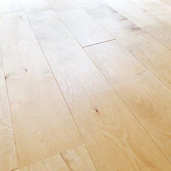 バーチ材の無垢床に癒されて