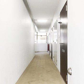 共用廊下は屋内なので雨の日も安心