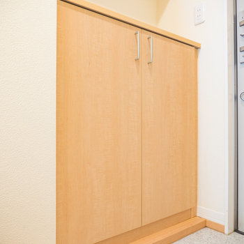 シューズボックスもメープル!※写真は2階の反転間取り別部屋のものです