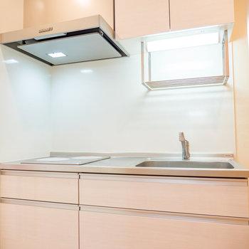 キッチンの全体像になります※写真は2階の反転間取り別部屋のものです