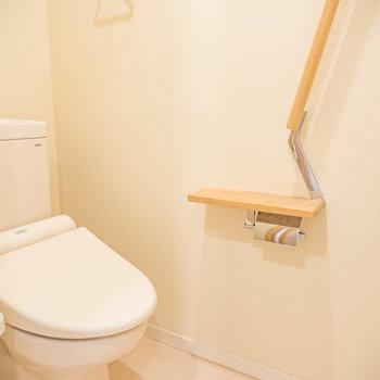 トイレットペーパー入れがオシャレです※写真は2階の反転間取り別部屋のものです