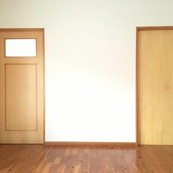 右はWIC。左は書斎への入り口!