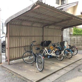 おおお!昔ながらの何処か懐かしい自転車置き場!