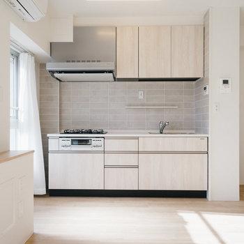 柔らかい色合いのデザインキッチン。すごく気に入ってしまいました。