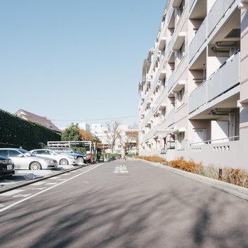 敷地内に駐車場もあり。