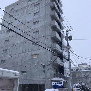 外観はこちら。9階建てです