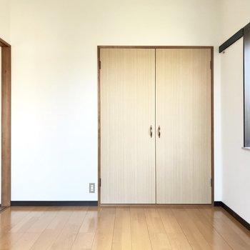 続いて洋室!※写真は1階の同間取り別部屋のものです。