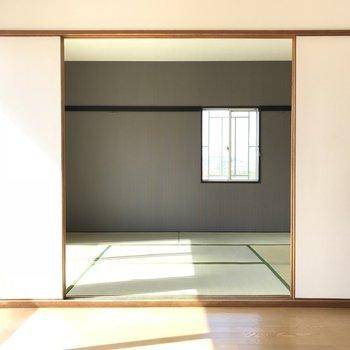 日当たり良好。あの窓が素敵なの。※写真は1階の同間取り別部屋のものです。