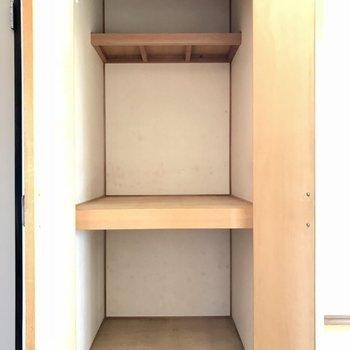 そしてリビングにも収納がついてました!※写真は1階の同間取り別部屋のものです。