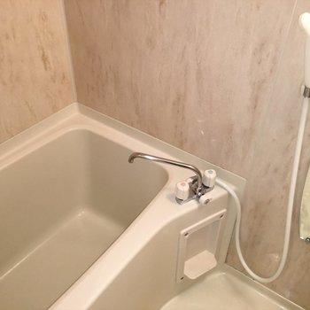 お風呂ー!なんと木目調。※写真は14階の同間取り別部屋のものです