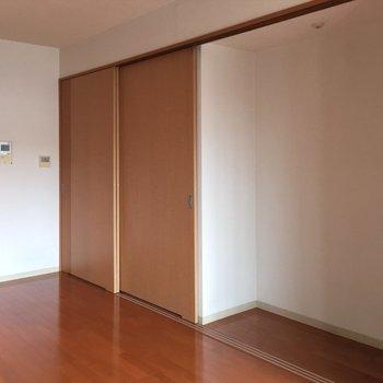そう、収納です!冷蔵庫はここにおきましょう〜!※写真は14階の同間取り別部屋のものです