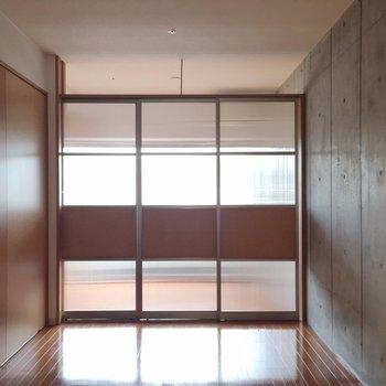 仕切ることもできちゃいます。※写真は14階の同間取り別部屋のものです