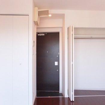 お部屋は6帖とコンパクトです。※写真は4階同間取り別部屋のものです