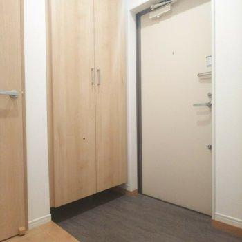 玄関スペースも広々です!※写真はクリーニング前のものです